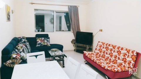 للايجار شقة مفروشة بالشارقة التعاون غرفة وصالة بناية جديدة فرش جيد تكيف