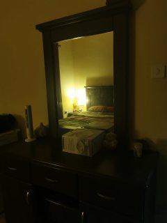 للايجار شقة مفروشة غرفة وصالة بالشارقة القليعة فرش ممتاز بسعر جيد مقابل تسهيل