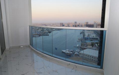 استلام فوري شقة بالتقسيط غرفتي نوم وصالة على البحر بموقع متميز بعجمان