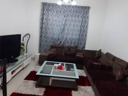 للايجار شقة مفروشة بالشارقة الخان غرفة وصالة بسعر مميز فرش جيد تكيف