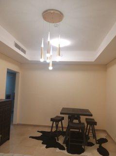 للايجار شقة مفروشة سوبر ديلوكس غرفتين وصالة بالشارقة مع باركن