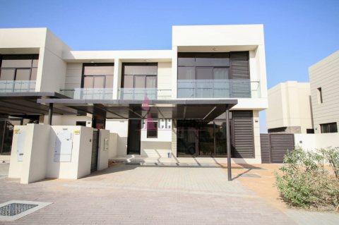 فيلا 3 غرف نوم جوار الغولف في دبي ب 1.3 مليون درهم
