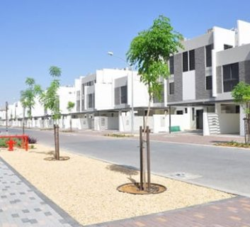 فيلا جاهزة ثلاث غرف نوم في دبي وسط ملاعب الغولف