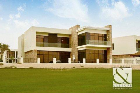 فيلا جاهزة للسكن في دبي 4 غرف وغرفة خادمة علي الجولف