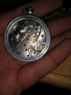 ساعة قديمة تحتوي ١٧ ياقوتة أصلية