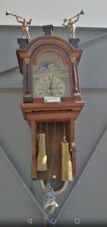 ساعة قديمة جدا أروبية الصنع