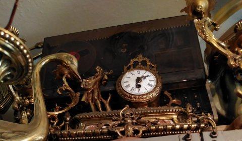 ساعة قديمة نادرة