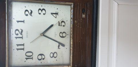ساعة حائط سيكو
