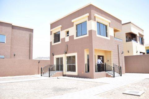 فلل جاهزة للبيع فى عجمان ، موقع مميز ، فقط 495 ألف درهم