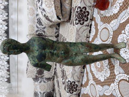تمثال لغلام