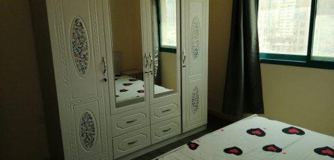 للايجار شقة مفروشة بنهدة الشارقة غرفة وصالة فرش جيد