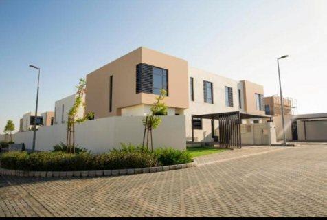 فيلا منفصلة 5 غرف نوم وصالة في الشارقة على بعد 3 كم  من دبي  قرب شارع الإمارات