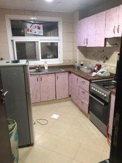 للايجار شقة مفروشة بالشارقة غرفة وصالة القليعة بقيمة 2500 درهم مع انترنت