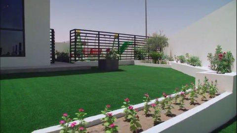 فيلا 5 غرف نوم وصالة على شارع الإمارات  ضمن مشروع متكامل في الشارقة