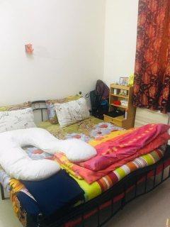 للايجار شقة مفروشة غرفة وصالة بالتعاون شامل كهرباء ومياة ونت بقيمة 3500 درهم