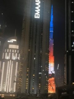 شقة فندقية مفروشة باطلاله خلابة  بمنطقة برج خليفة  بدبي 90000 درهم