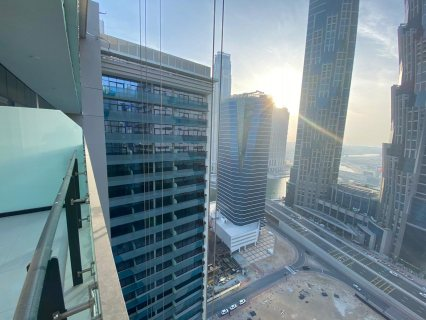 شقة جاهزة على القناة في البزنس باي في دبي ب 719 ألف درهم