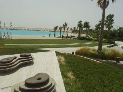 امتلك فيلا قرب أضخم بحيرة كرستالية زرقاء وتمتع بنمط حياة فاخر في دبي