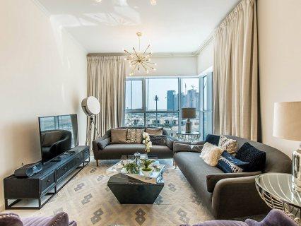 شقة غرفتين وصالة ذات إطلالة على ملاعب الغولف الفاخرة في دماك هيلز في دبي