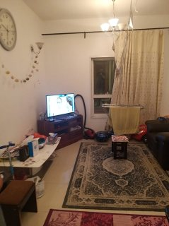 للايجار شقة مفروشة بالشارقة التعاون غرفة وصالة فرش جيد وتكييف