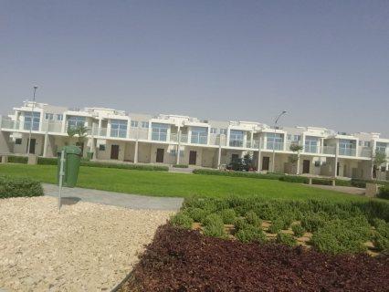 تملك فيلا دورين وحديقة مكونة من ثلاث غرف نوم وصالة ب 999 ألف درهم فقط