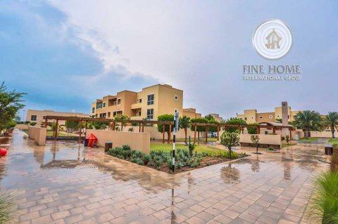 للبيع   فيلا 4 غرف على زاوية و شارعين   حدائق الراحة أبوظبي