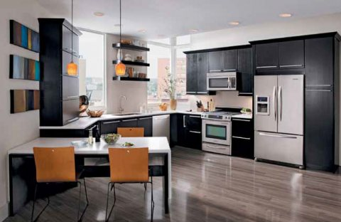 للبيع غرفتين وصالة بتشطيبات فندقية وموقع متميز في الشارقة