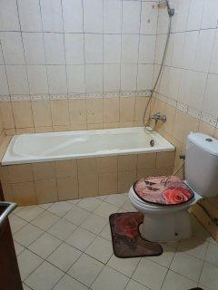 للايجار شقة مفروشة بالشارقة النهدة غرفة وصالة فرش جيد تكيف