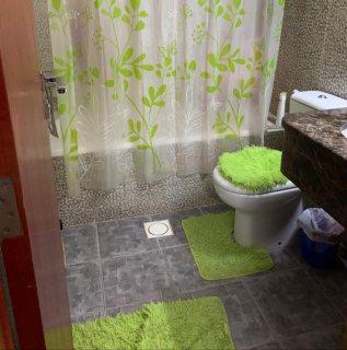 للايجار شقة مفروشة غرفة وصالة بالشارقة الخان فرش ممتاز تكييف وغاز مركزي