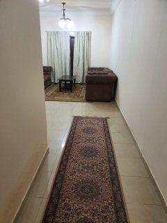 للايجارشقة مفروشة بالشارقة القاسمية غرفة وصالة فرش جيد