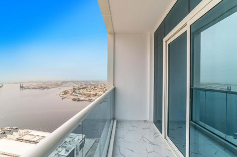 تملك واستلم شقة 3 غرف نوم وصالة على الخور في عجمان ب 920 ألف درهم
