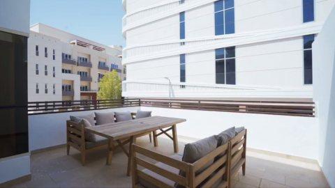 تملك فيلتك الفاخرة الجاهزة في jvc فدبي، 4 غرف وصالة وتراس كبير