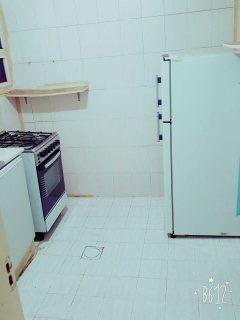 للايجار شقة مفروشة بالقاسمية غرفة وصالة فرش جيد تكييف وغاز مركزي