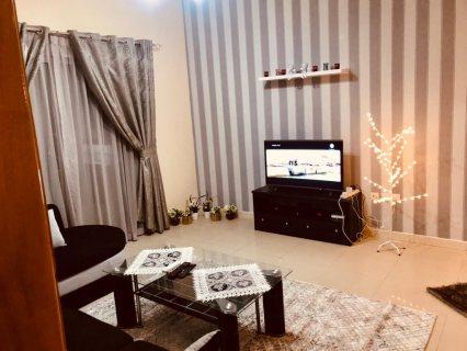 للايجار شقة مفروشة بالشارقة التعاون غرفة وصالة فرش وموقع ممتاز