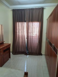 للايجار شقة مفروشة غرفتين وصالة بالشارقة منطقة القاسمية