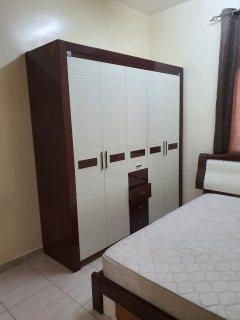 للايجار شقة مفروشة بالشارقة القاسمية غرفتين وصالة فرش جيد