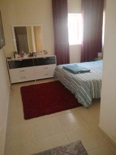 للايجار شقة مفروشة بدبي السليكون غرفة وصالة فرش جيد