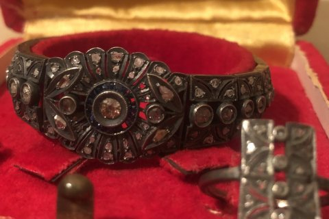 للبيع اسورة وخاتم باقى طقم قديم اكثر من ١٠٠ عام الماس فلامنجو على فضة