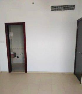 تملك  شقة غرفتين وصالة   في أفضل موقع في عجمان بقسط 4300درهم شهرياً