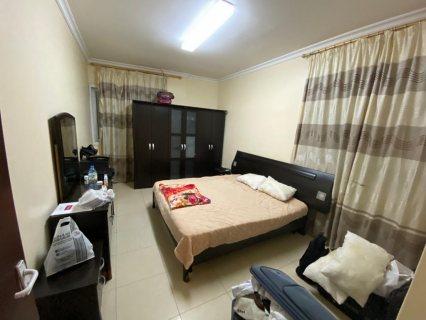 للايجار شقة مفروشة بالشارقة القاسمة غرفة وصالة فرش جيد