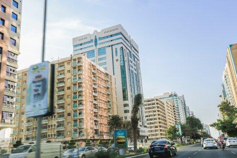 للبيع..برج 17 طابق   بعائد سنوي جيد   شارع النجدة أبوظبي