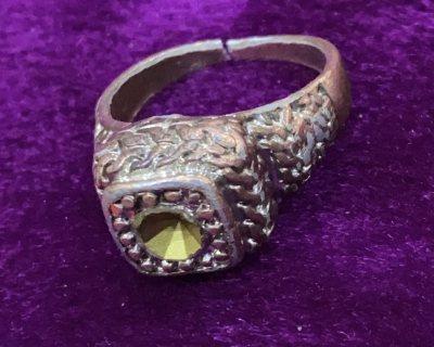 خاتم نحاس قديم جدا وثمين للبيع