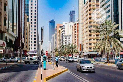 للبيع..برج 17 طابق | على شارعين | النادي السياحي أبوظبي