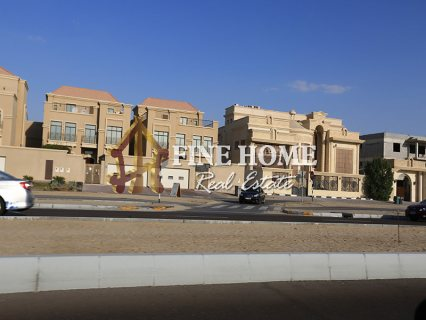 للبيع..مجمع 4 فلل   على زاويتين و 3 شوارع   مدينة خليفة أبوظبي