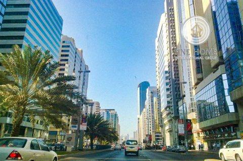 للبيع..برج 17 طابق | تطل على شارعين | النادي السياحي أبوظبي