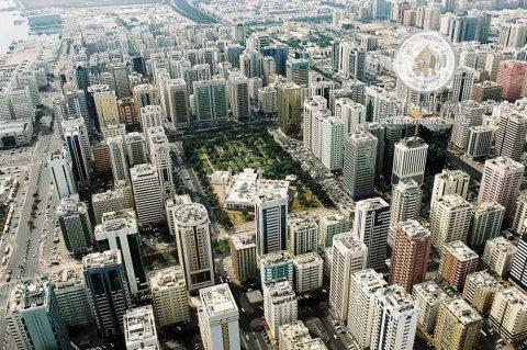 للبيع..بناية تجارية | 9 طوابق | النادي السياحي أبوظبي