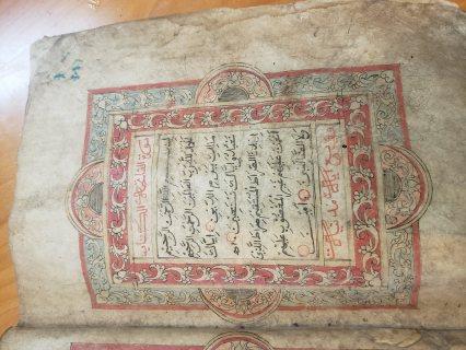 مصحف قديم مكتوب بخط اليد يزيد عمره عن ٧٢٠ سنه هجريه