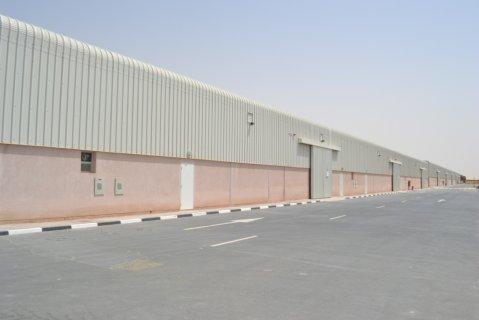 مستودع للايجار 8396 قدم بمجمع دبي للاستثمار
