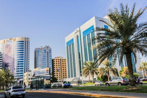 للبيع ..برج 17 طابق  على زاوية وشارعين   شارع النجدة أبوظبي