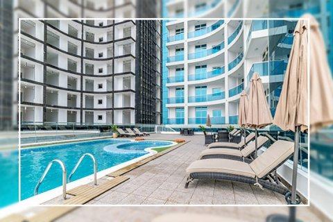 شقة بإطلالة  غرفة وصالة بحرية متميزة ودفعة أولى 30 ألف درهم فقط، تسليم فوري